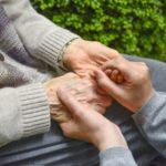 介護施設に入居している家族の安否確認方法
